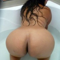 Beautiful Peruvian Slut Round Booty in Bathtub