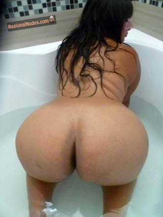 Beautiful Peruvian Slut Round Booty in Bathtub