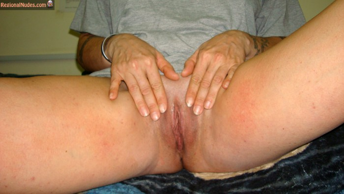 Mature Shaved Iraqi Pussy Legs Open