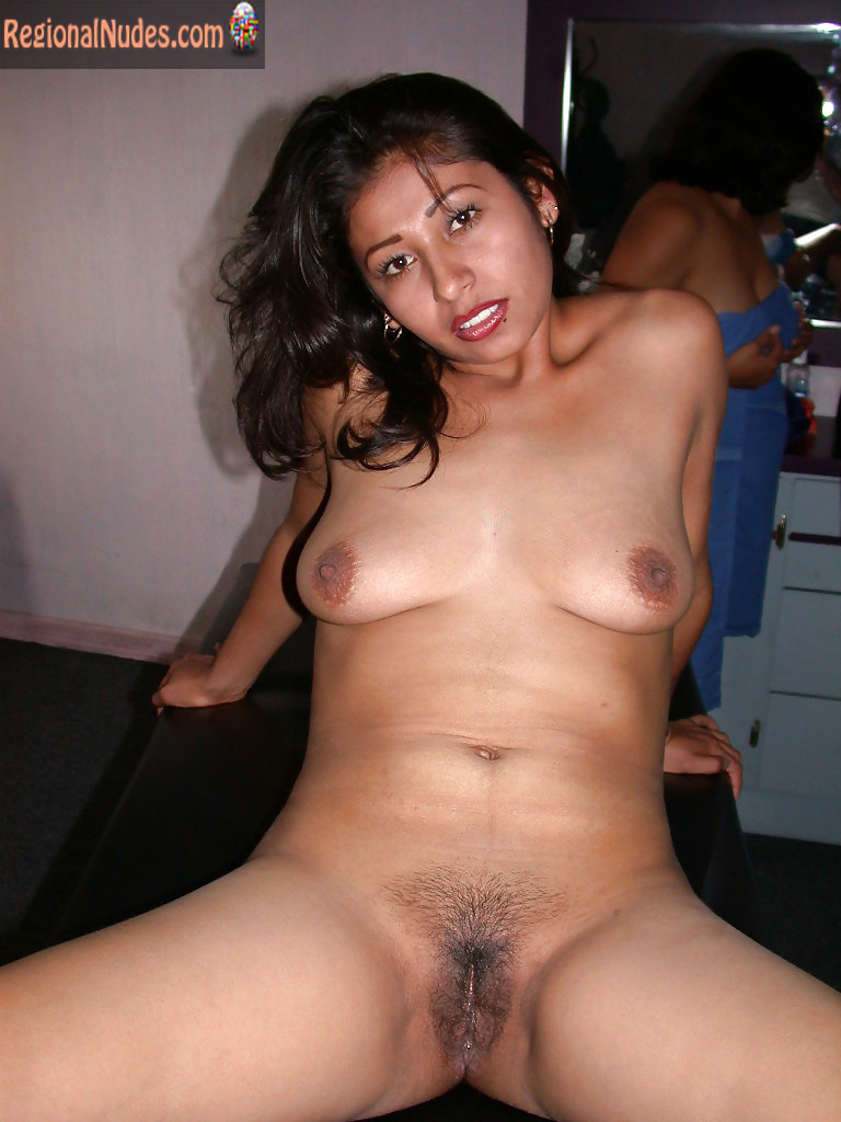 girls nude sitting spread