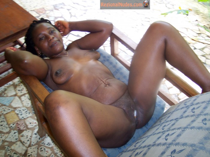 Older Black African Ghanaian Pussy Smoking