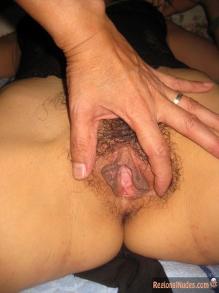 Trimmed Fleshy Chinese Vagina Spread
