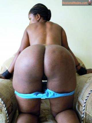 Well Made Bare Kenyan Woman Ass Bending