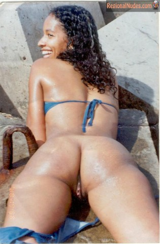 Angolan Girl Butt and Pussy Exposed Outdoors