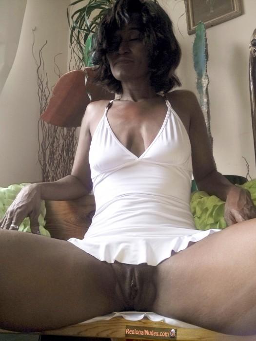Black American Matured Wife Shaved Muff