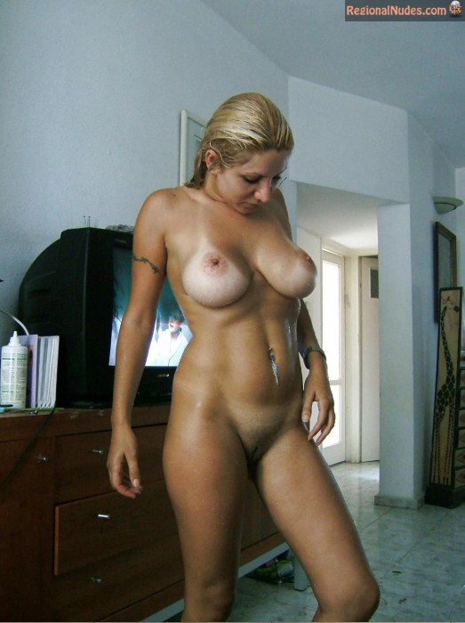 hidden camera of nude wife