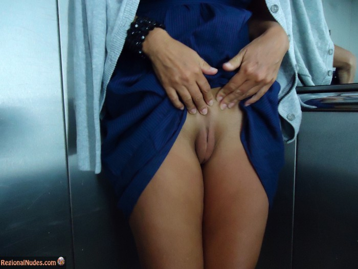 Flashing Prominent Labia American White Pussy