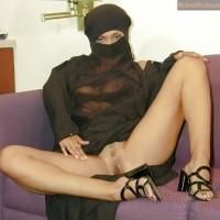 Burka Woman Exposing Turkish Pussy