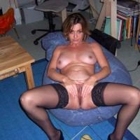 Naked Sexy French Wife Presenting Pussy