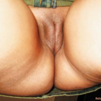 Shaved Mature Moroccan Pussy