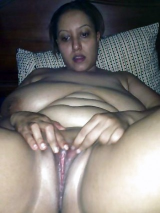 Fat Yemeni Naked Wife Spreading Pussy
