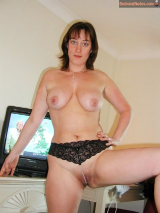 Naked Housewife from New Zealand