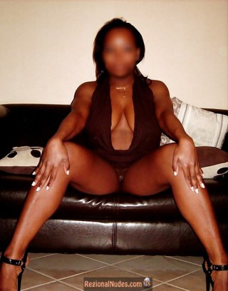 No Panties Brown African Pussy from Gabon