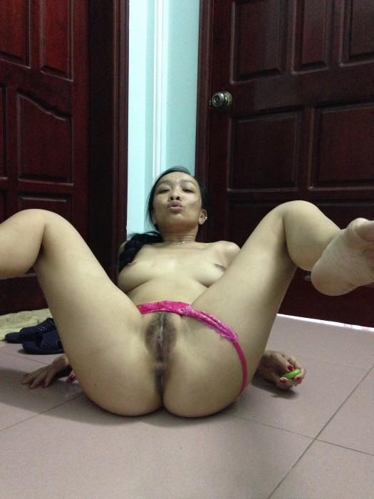Tajska ženska širi noge in muco široko galerijo - gole fotografije-8026