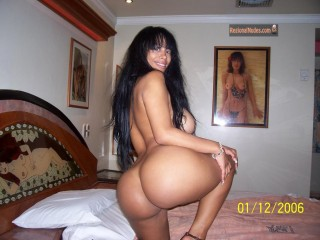 Awesome Venezuelan Woman Round Nude Booty