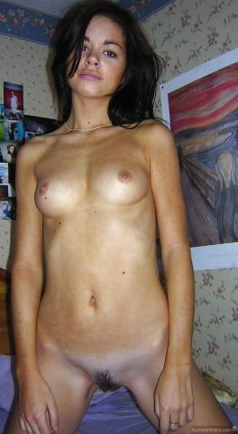 Beautiful Moroccan Babe Naked Kneeling