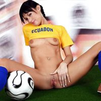 Hot Babe Ecuador Football Fan Pussy & Tits