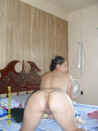image Beautiful mature woman exposing her wonderful body