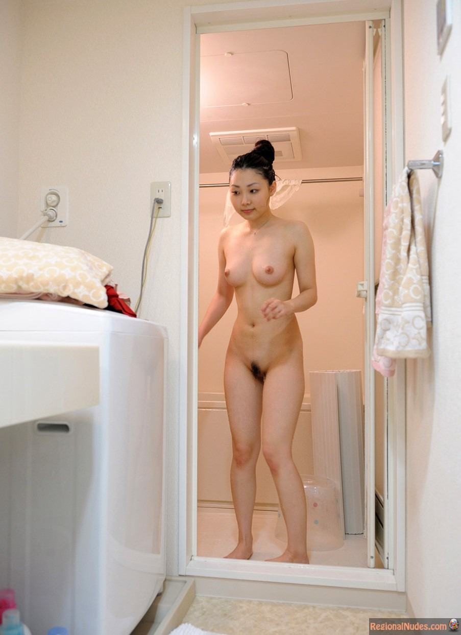 spankee-korean-bathroom-nude-mendes-wwe