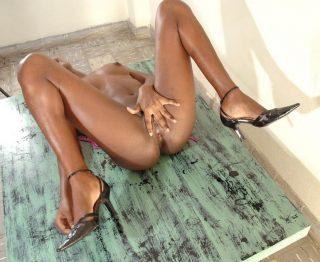 naked-kenyan-slim-girl-beautiful-body-spreading-cunt