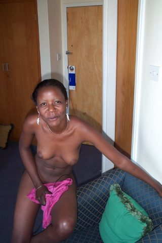 naked-malawian-wife-caught-on-camera