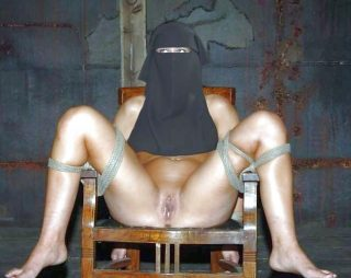 tied-arabian-niqab-woman-libyan-pussy-revealed