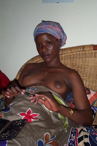 topless-malawian-girl-at-home