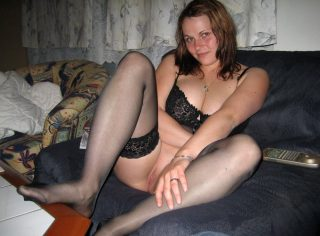 fluffy-woman-exposed-pussy-from-new-zealand