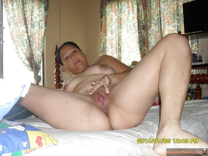 Nicaraguan Nude Woman Spreading Pussy