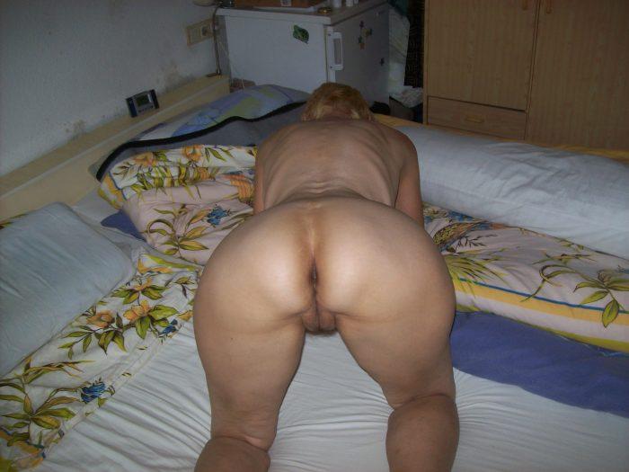 sharp-wife-ass-all-fours (2)