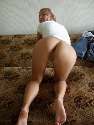 Bottomless Russian Girlfriend on all fours