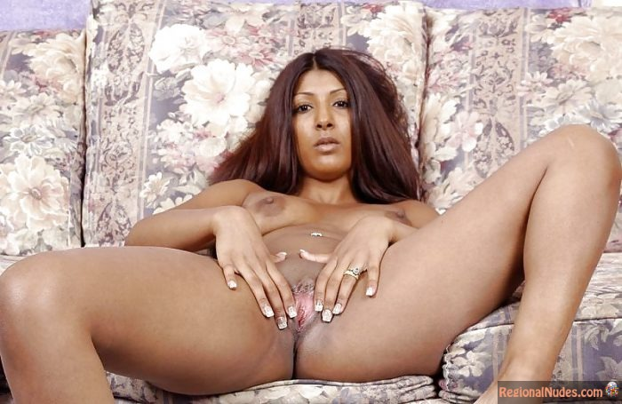 Hot Nigerian Naked Woman Spreading Pussy